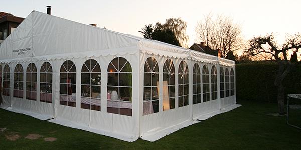 Telte, stort telt i haven